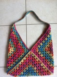 Transcendent Crochet a Solid Granny Square Ideas. Inconceivable Crochet a Solid Granny Square Ideas. Sac Granny Square, Point Granny Au Crochet, Granny Square Crochet Pattern, Crochet Squares, Crochet Patterns, Granny Squares, Large Granny, Granny Square Projects, Knitting Patterns