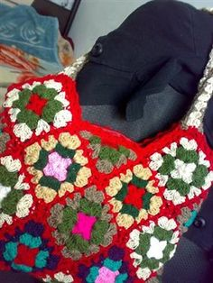 This crochet bag is a great way to use granny squares. Beautiful Handbags - Media - Crochet Me