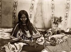 Blackfeet (Pikuni) woman - 1910