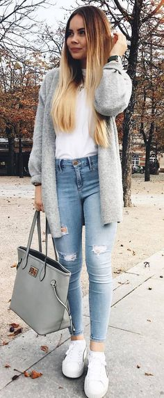 what to wear with a grey cardi : top + bag + sneakers + ripped jeans
