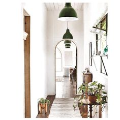 Love the green touches - #weekendinspiration #interior