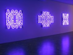 KENDELL GEERS   Geers is een kunstenaar uit Zuid Afrika die zich vooral bezig houdt met contemporary art. Hij maakt installaties, sculpturen en films. Zijn werk is altijd gedurfd en kleurrijk. Ook doet hij veel met religie, zo pakt bij Jezus en Buddha in in plastic. Zijn idee achter zijn werk vind ik interessant en ook hou ik van het neon gebruik.