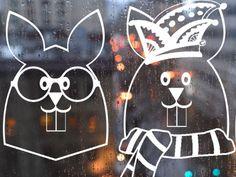 Krijtstifttekening haasjes, raamtekening haasjes, raamdecoratie haasjes, raamversiering haasjes