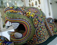 Among our favorite things about Mexico are the Huichol. Descendents of the Aztec, the Huichol or Wixáritari are an indigenous ethnic group from western central Mexico, who have lived for… Native American Beadwork, Native American Art, Jaguar, Yarn Painting, Mexican Folk Art, Bead Art, Beading Patterns, Pixel Art, Sculptures