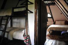 decorette-cerga-casa-traditionala Traditional House, Romania, Bunk Beds, Rustic Decor, Restaurant, Village Hotel, Furniture, Design, Home Decor