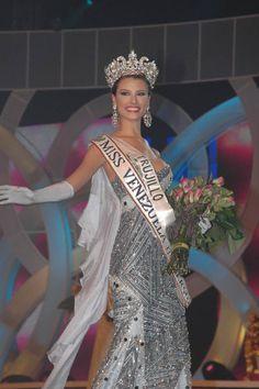 Miss Trujillo Stefania Fernández de 17 Años fue  coronada por Dayana Mendoza Miss Universe 2008, como Miss Venezuela 2008.