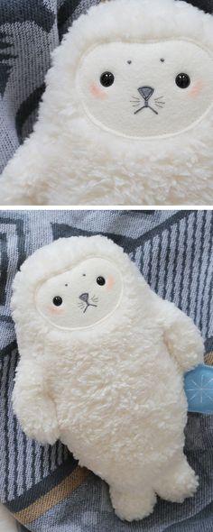 Was schenkt man Kindern: Wie wär's mit der weichen Kuscheltier Robbe unter dem #weihnachtsbaum / soft toy seal as #christmasgift for kids made by Petit Panda  via DaWanda.com