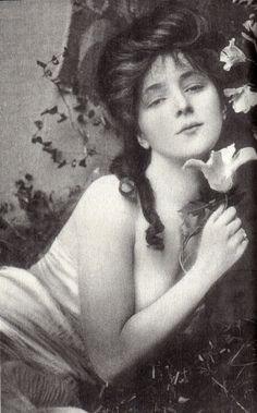 Actress naked photo shoot