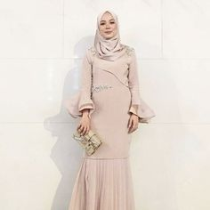 would you wear this dress? Hijab Gown, Kebaya Hijab, Hijab Dress Party, Kebaya Dress, Dress Pesta, Trend Fashion, Abaya Fashion, Modest Fashion, Fashion Outfits