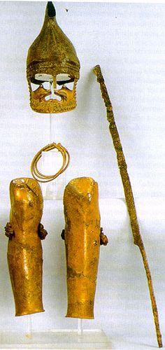 Thracian Rhomphia, helmet and greaves.