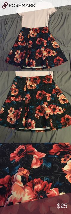 Preppy Floral Hollister Skirt Hollister floral skirt with elastic waist, and stretch material. The material is also a cooling material so it's not too hot and it's not see-through. High-Waisted. Never Worn. [Size - XS] Hollister Skirts