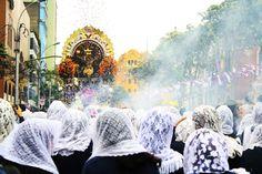 La procesión del Señor de los Milagros,Cristo de Pachacamilla o Cristo Moreno, recorre las calles limeñas todos los años en el mes de Octubre desde 1687, trayendo consigo bendiciones de unión, esperanza, fervor católico y tradición. En el mes de Octubre la imagen del Cristo crucificado mueve a millones de fieles en procesión. Los fervientes devotos vestidos de morado tratando de emular a las hermanas nazarenas, llevando detentes como símbolo de adhesión y devoción al Señor.