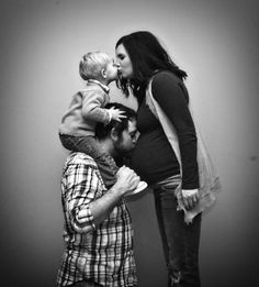Family maternity picture - @Carley Hower.... this would be cute of your family :)