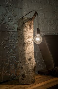 (Very) Simple Wood Bedroom Desk Lamp - Table Lamps, Wood Lamps -   I do not know what else to say, no need to buy it, I think you can make yourself !  #Bedroom #Desklamp #Diy #Handmade #Recycled #Wood #Woodlamp