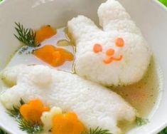 Bouillon de poulet, riz blanc et carottes pour bébé