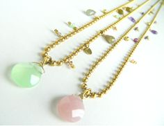 Arrow with semiprecious stons. Arrow, Pearl Necklace, Necklaces, Jewels, Shopping, String Of Pearls, Beaded Necklace, Bijoux, Chain