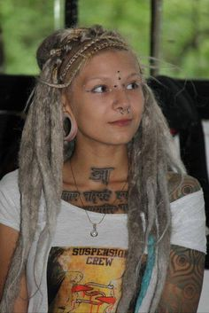 Love the fatty dreads! not so much the piercings but to each her own White Girl Dreads, Dreads Girl, Blonde Dreadlocks, Locs, Dreadlock Hairstyles For Men, Cute Hairstyles, Punky Hair, Pretty Dreads, Tatto Ink