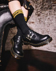 Dr. Martens, Mary Janes, Dna, Leather Shoes, Black Leather, Martens Style, Mid Heel Shoes, White Boots, Mary Jane Shoes