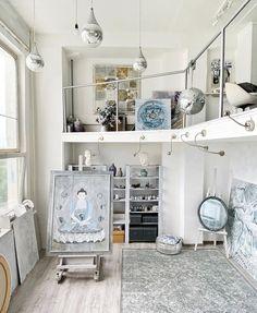 """Maria 🎨 Artist 📍Moscow on Instagram: """"Studio morning ✨ ⠀ Продолжаем 🎨💪 но на этой неделе порядка в мастерской ждать явно не стоит, потому что начинаю грунтовать новую серию, а…"""" Art Studio Design, Home Decor, Decoration Home, Room Decor, Home Interior Design, Home Decoration, Interior Design"""