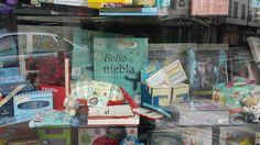 """""""Bolso de Niebla"""". EN LIBRERÍA CAMPOAMOR DE SAMA SE LANGREO Times Square, Illustrations"""