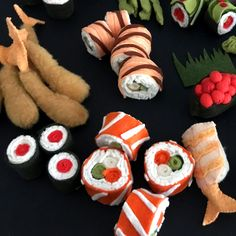 Felt Sushi A Unique Craft Supply Shop featuring toy making supplies, Patterns, Kits, felt and tools Felt Diy, Felt Crafts, Sushi Costume, Diy Sushi, Felt Food Patterns, Felt Cupcakes, Sushi Plate, Felt Play Food, Holiday Crochet