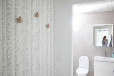 Kylpyhuone on ollut käyttövalmiina maanantaista alkaen. Tuli siitä kyllä hieno!     Teen vielä oman postauksen mikro... Small Spaces, Interior, Personalized Cups, Modern, Home Storage Solutions, Small House, Storage, Renovations