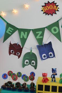 O Enzo é apaixonado pelo Lagartixo do PJMask e claro que sua festa de 6 anos foi com este tema. Este é um desenho razoavelmente novo aqui no Brasil, transmitido