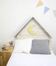 Cabecero infantil con tejado gris y luna – Cabeceros y madera