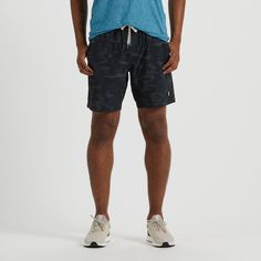 Run faster and train harder without leaving comfort in the dust. The men's Vuori Kore shorts wick away moisture and dry quickly while a CoolMax boxer-brief liner adds breathable support. Mens Activewear, Yoga For Men, How To Run Faster, Train Hard, Piece Of Clothing, Athletic Shorts, Mens Fitness, Camo, Boxer