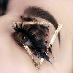 Black & Gold Triangle Eye Makeup – http:. - Black amp Gold Triangle Eye Makeup http emba - Crazy Makeup, Cute Makeup, Eye Makeup Art, Hair Makeup, Body Makeup, Twiggy Makeup, Makeup Salon, Makeup Studio, Airbrush Makeup