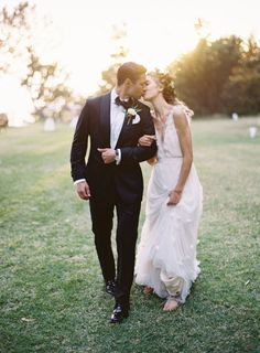 California kisses: http://www.stylemepretty.com/california-weddings/big-sur/2015/04/21/big-sur-wedding-with-organic-elegance/ | Photography: Cooper Carras - http://www.coopercarras.com/