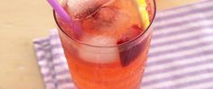 3 ingredients and 3 steps is all you need to make lemon and strawberry punch – ready in just 10 minutes.