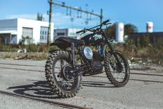 The Husqvarna 256 was developed in 1968 for the Swedish military. It was designed with optional skis to carry Swedish troops over icy terrain. There were only one thousand of these rare bikes ever produced. Johan & Johan from 6/5/4/ Motors in Stockholm managed to find a Husqvarna. The custom motorcycle designer decided to spice up this bike a bit. …
