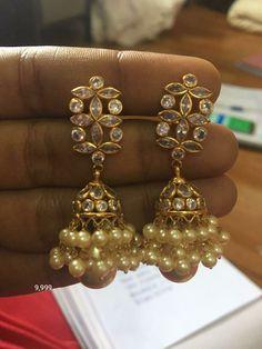 Gold Jhumka Earrings, Indian Jewelry Earrings, Indian Wedding Jewelry, Gold Earrings Designs, India Jewelry, Temple Jewellery, Gold Jewellery, Bridal Jewelry, Beaded Jewelry