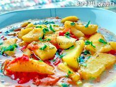 Tocanita de cartofi Pasta Side Dishes, Pasta Sides, Potato Recipes, Soup Recipes, Romanian Food, Romanian Recipes, Potato Vegetable, Stewed Potatoes, Soup And Sandwich