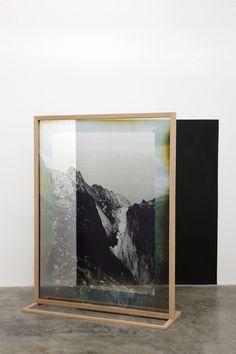 Elena Damiani (Perú, 1979), Fading Field No.1, 2012, impresión digital sobre seda, 187 x 143 cm. Colección Patricia Phelps de Cisneros