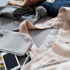Špetka něhy v podobě krajky...#details #fur #kralicikozesina #rabbitfur #frozen #ootd #dnesnosim #kasmir #cashmere #gantjeans #fendi #winter #cold #frost #mrzneazprasti #sunshine #naprochazku #forawalk #camelcolor #blue #styling #outfit #jeans #look #today #lacoste #sonyericsson #krajka #lace