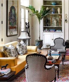 Beautiful Living Rooms, Cozy Living Rooms, Home And Living, Living Spaces, Southern Living Rooms, Home Interior Design, Interior Decorating, French Interior, Entry Furniture