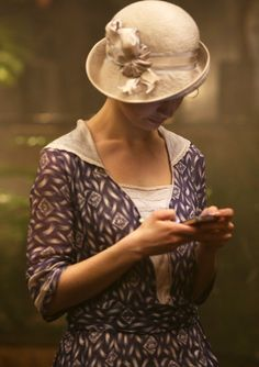 Downton Abbey hats and costumes (from this wonderful tumblr- click on pic for more)