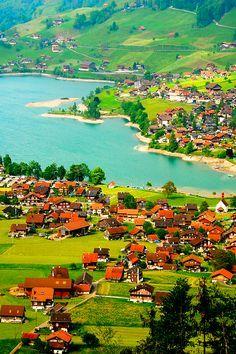 Taken on the way from Luzern to Interlaken, Switzerland (by CandyTian on Flickr)