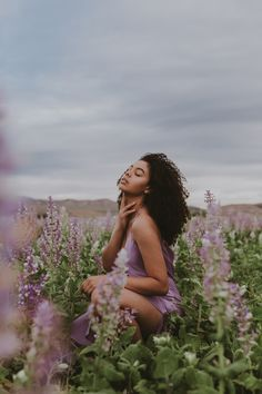 Portrait shoot at the lavender field in Mona, Utah. Model Poses Photography, Outdoor Photography, People Photography, Creative Photography, Photoshoot Themes, Photoshoot Inspiration, Poses For Photoshoot, Natural Photoshoot, Photo Portrait