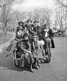 Greenwich Village Girls. 1920.
