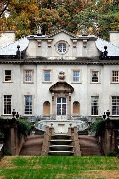 Tour the historic and beautiful Swan House in Atlanta, Georgia. Take a glimpse at the lifestyle in the 1920s.