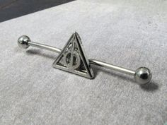 This is a gorgeous little triangle industrial barbell, inspired by harry potter and the deathly hallows!BARBELL LENGTH: 40mm (not counting end caps)BARBELL SIZE: 14gMATERIALS: surgical steelBONUS! Order 3 or more items and receive a mystery gift!