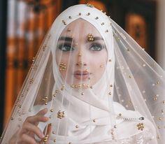 how I liked this veil Photo meike - Hijab Style Muslimah Wedding Dress, Hijabi Wedding, Arab Wedding, Muslim Wedding Dresses, Muslim Brides, Gothic Wedding, Wedding Attire, Bridal Dresses, Wedding Gowns