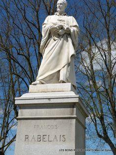 Tours(37)-Statue Rabelais!