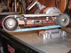 DIY Belt grinder attachment for your bench grinder -- Homemade Tools, Diy Tools, Diy Angels, Diy Belts, Bench Grinder, Wooden Projects, Diy Projects, Mechanical Design, Tool Storage