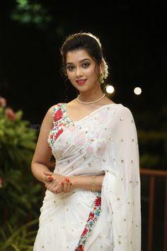 Beautiful Girl Indian, Beautiful Girl Image, Most Beautiful Indian Actress, Beautiful Saree, Beautiful Actresses, Most Beautiful Women, Beauty Full Girl, Beauty Women, Saree Models