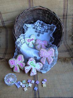 """Galletas de bautizo para Elsa que quiere decir """"La ayudada por Dios"""". Galletas bonitas llenas de buenas intenciones y deseos."""