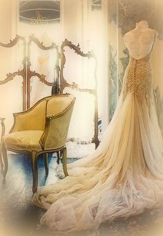 Victorian wedding dress, golden wedding GOwn – oh my god, I have no words for it … – Gold Wedding Gowns Gold Wedding Gowns, Elegant Wedding Dress, Bridal Gowns, Victorian Wedding Dresses, Wedding Bride, Wedding Beach, Ivory Wedding, Bridal Headpieces, Summer Wedding